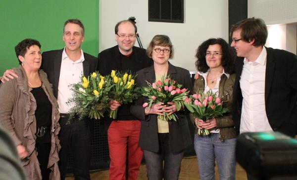 Jan Haude und Anja Piel mit den 4 neuen grüne MinisterInnen